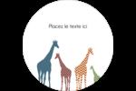 Girafe en fête Étiquettes arrondies - gabarit prédéfini. <br/>Utilisez notre logiciel Avery Design & Print Online pour personnaliser facilement la conception.