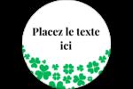 Pluie de trèfles de la Saint-Patrick Étiquettes rondes - gabarit prédéfini. <br/>Utilisez notre logiciel Avery Design & Print Online pour personnaliser facilement la conception.