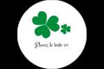 Arrière-plan de trèfles de la Saint-Patrick Étiquettes rondes gaufrées - gabarit prédéfini. <br/>Utilisez notre logiciel Avery Design & Print Online pour personnaliser facilement la conception.
